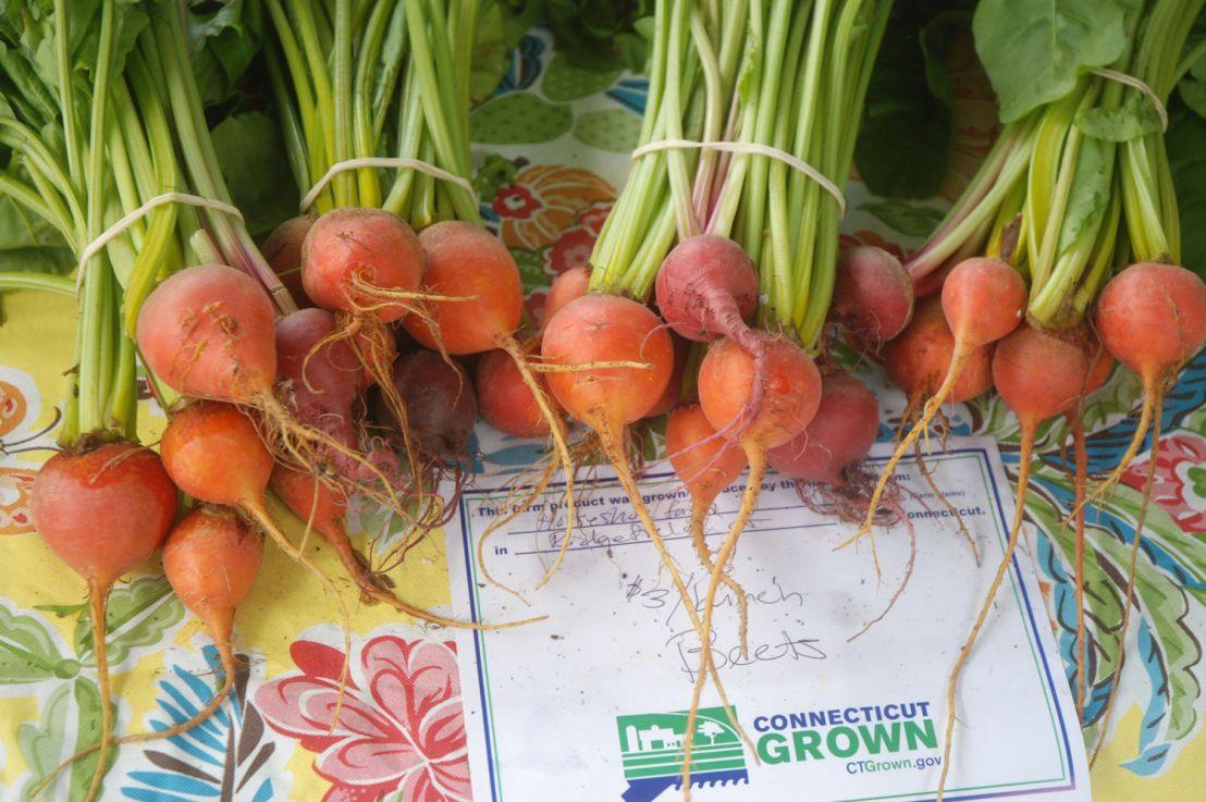 Woo-meisters overrun Westport Farmer'sMarket