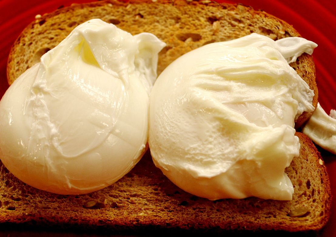 Poached eggs for a crowd