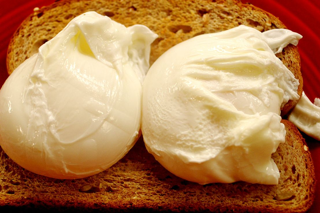 Poached eggs for acrowd