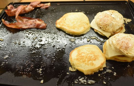 add eggs to pancakes