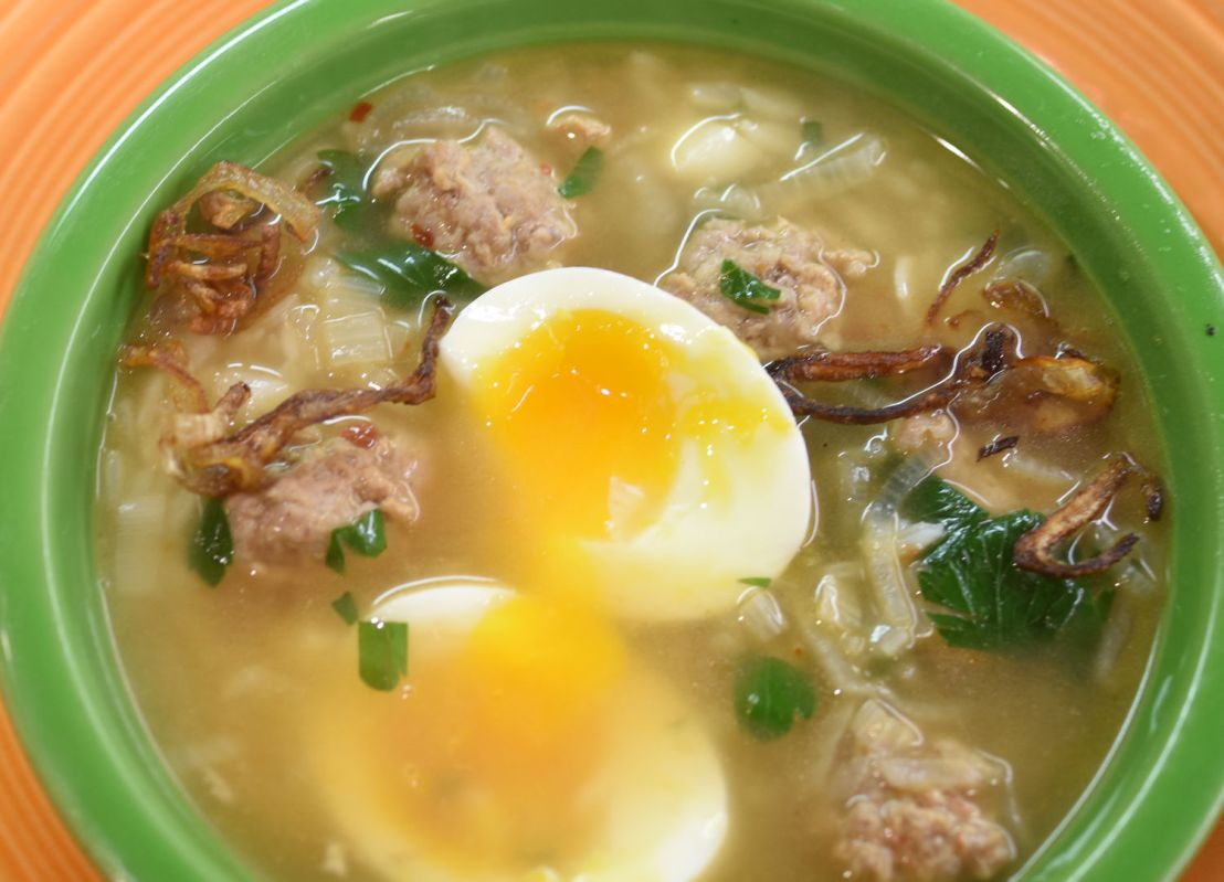 Thai rice soup with pork balls