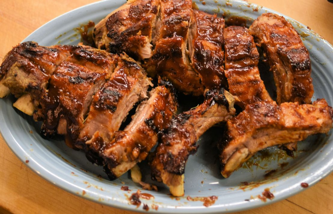 Barbecued ribs using an Instant Pot